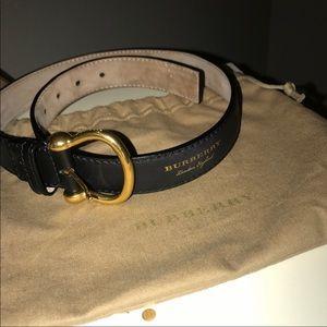 burberry belt (like new)